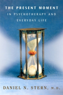 The Present Moment in Psychotherapy and Everyday Life, Hardback Book
