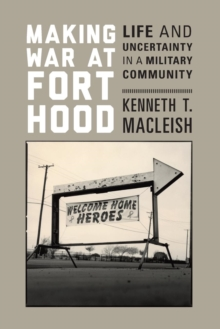 Making War at Fort Hood : Life and Uncertainty in a Military Community, Paperback / softback Book