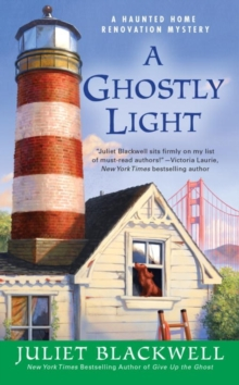 A Ghostly Light : A Haunted Home Renovation Mystery, Paperback Book