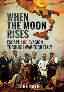 When the Moon Rises: Escape and Evasion Through War-Torn Italy, Hardback Book