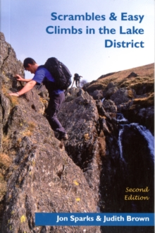 Scrambles & Easy Climbs in the Lake District, Paperback Book