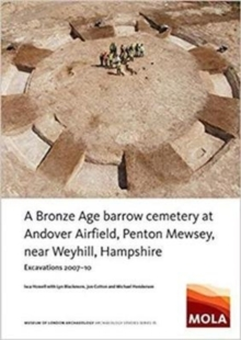 A Bronze Age Barrow Cemetery at Andover Airfield, Penton Mewsey, near Weyhill, Hampshire :  Excavations 2007-10, Paperback / softback Book